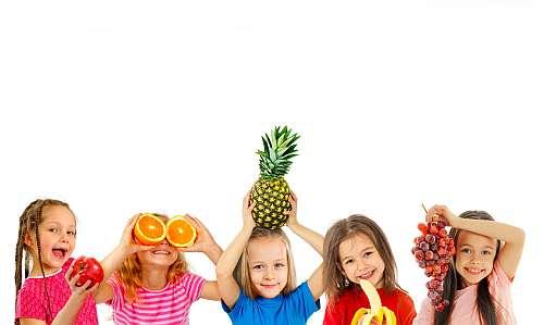 - fructe copii 09 - Sa nu lipseasca din alimentatia copiilor 🍍🍊🍈